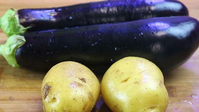 土豆的做法,茄子和土豆一起做,原来这么好吃,我家一周吃3次,比吃肉还香