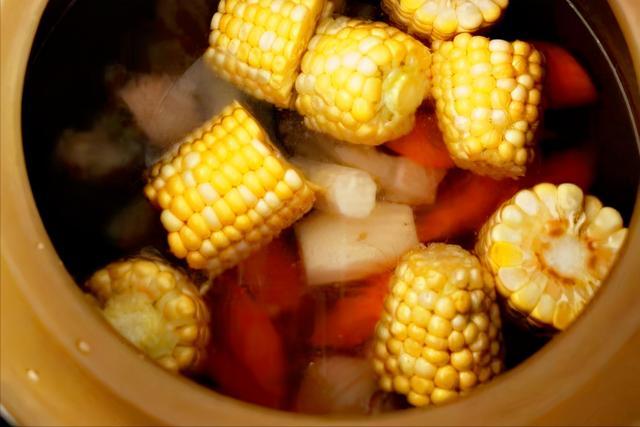 在家应该多给家人煲这5种汤,润燥除湿又养颜,滋阴润肺更健康