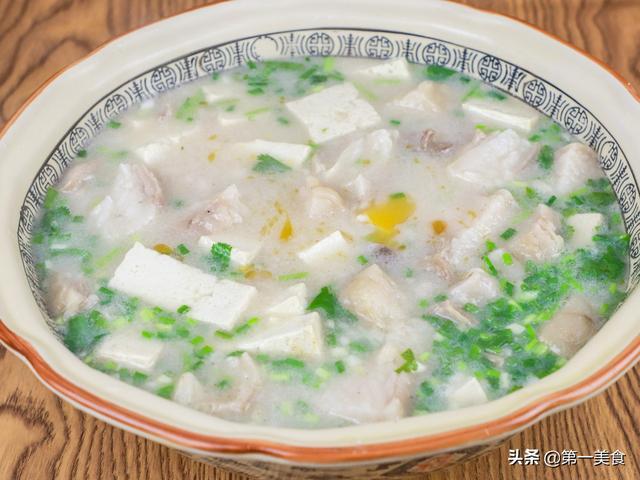 羊肉汤的做法家常做法,羊肉汤咋做不腥不膻不油腻?厨师长教你家常做法,喝一口浑身暖和