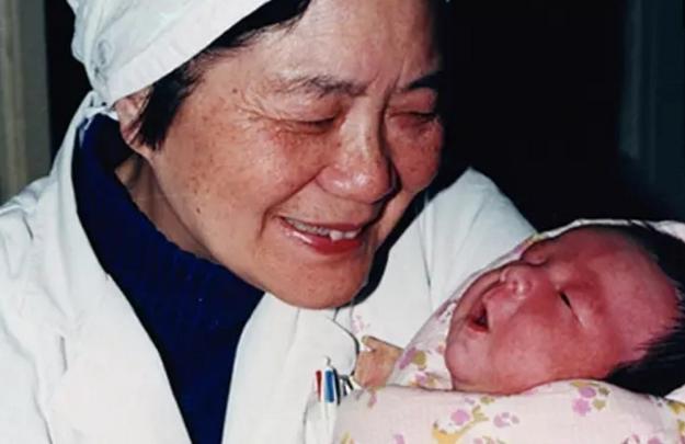 """中国试管婴儿,还记得""""全国第一例试管婴儿""""吗?如今32年过去了,她生活得怎样"""