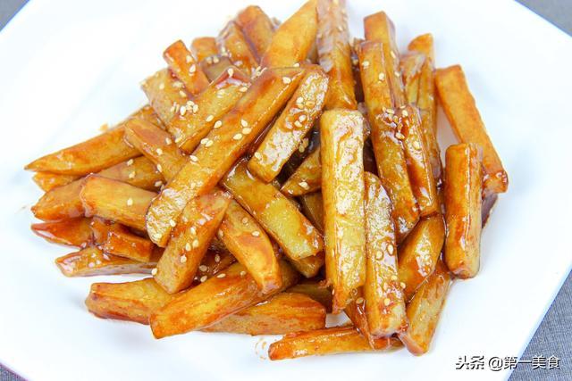 炸土豆条的做法,土豆条不一样的吃法,外酥里糯,3块钱的土豆,几分钟炒一大盘