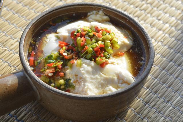 豆花的多种吃法,北方人爱吃咸豆花,江浙沪吃甜豆花,都不如四川豆花吃法,太下饭