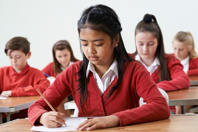 """一年级家长寄语短句,家长的""""签名小作文""""火了,他家娃成绩不好,老师都觉得不好意思"""