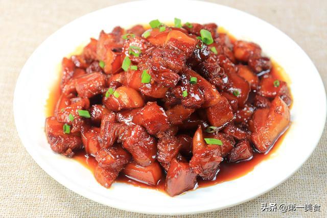红烧肉的做法,红烧肉最正确的家常做法,大厨把要点全告诉你,肥而不腻,太香了