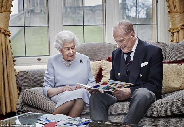 英国菲利普亲王去世,享年99岁,女王失去挚爱丈夫,陷入深深悲痛 全球新闻风头榜 第3张
