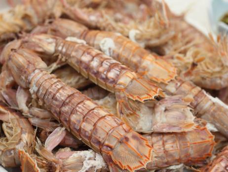 皮皮的吃法,皮皮虾总是加水煮?难怪发柴还易缩小,学会海边人的做法,鲜更嫩