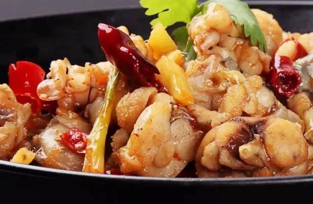 干锅牛蛙的做法,一锅完美的干锅牛蛙 原来是这样诞生的