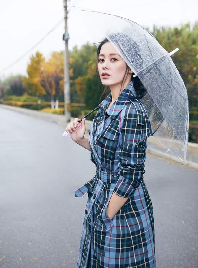 王力可电影《山歌》热映 最新街拍曝光时尚感十足