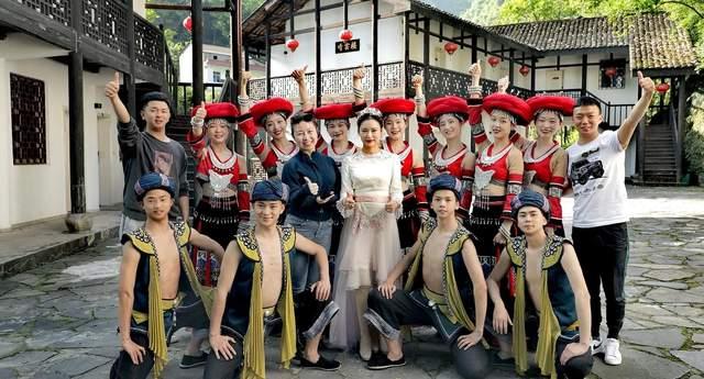 跨界文化人竟是大美女,心地善良以歌为媒,让百名贫困女圆上学梦