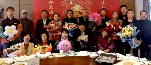 见证幸福:姨父90岁,102岁哥来陪,子孙孝顺人年轻