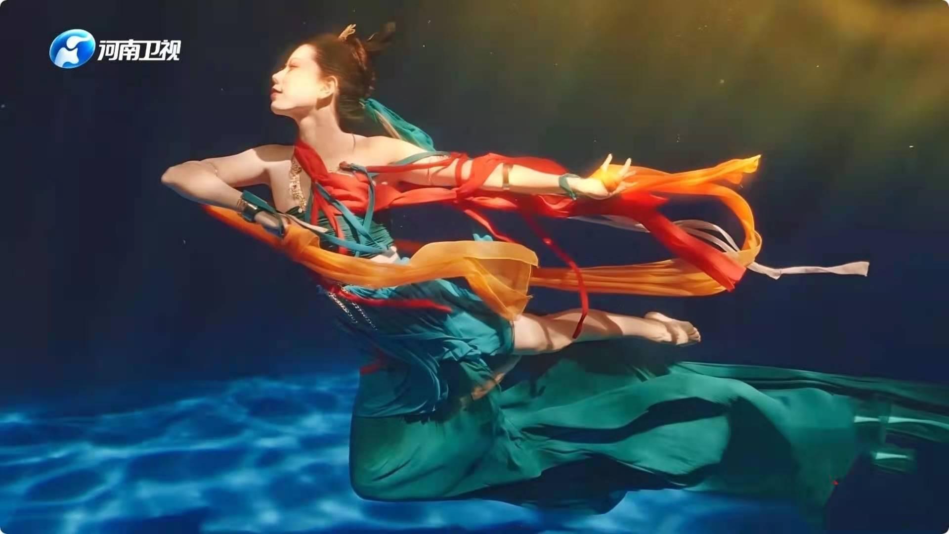 揭秘水下舞蹈《祈》50秒换一次气 让人叹为观止