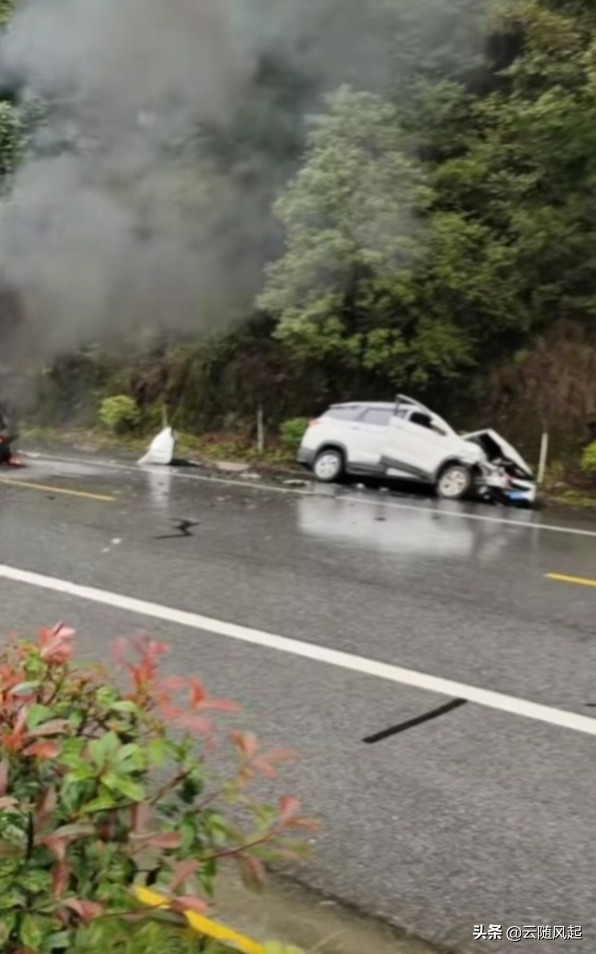 316国道土地岭段发生一起交通事故