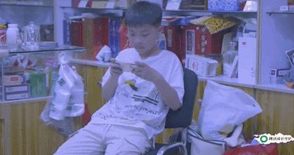 《敞开心扉的少年》孩子沉迷手机怎么办?找到原因让孩子远离沉迷
