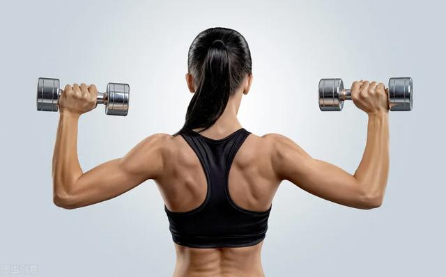 如何安排背肌训练?一组训练动图,帮你练出平易的蝴蝶背