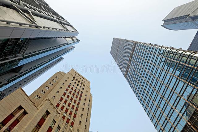 在澳洲留学毕业年薪40万RMB,只要读2年专科的酒店管理可以拿PR?