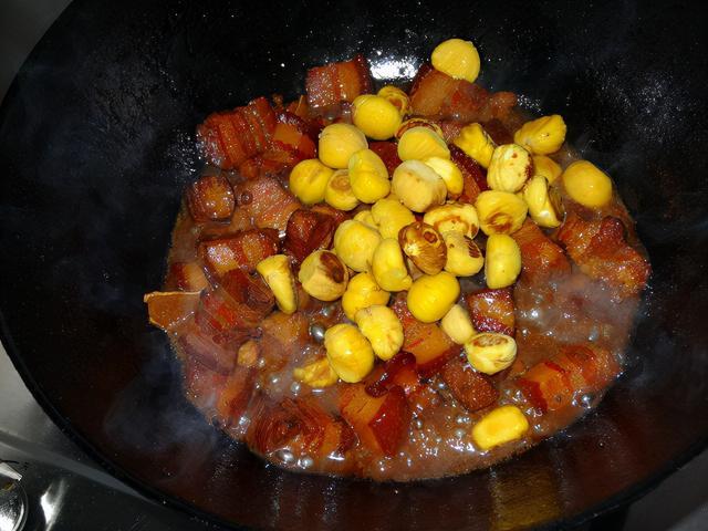 秋天,少吃土豆多吃它,買來放點豬肉紅燒一下,香噴噴太饞人了
