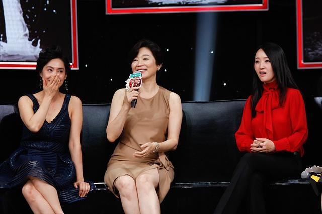 林青霞固然大了朱茵16岁,但穿上优雅的短裙,显得年轻很多6879 作者:admin 帖子ID:21634