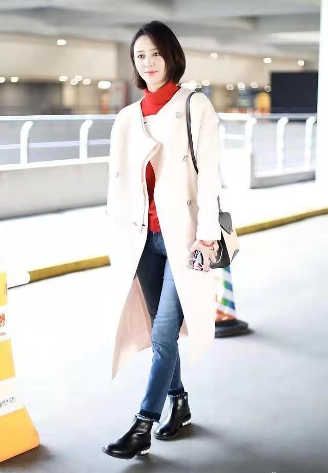 """佟丽娅短发好美,烫""""大妈卷""""也不显老气,穿深色大衣仍有少女感316 作者:admin 帖子ID:23447"""