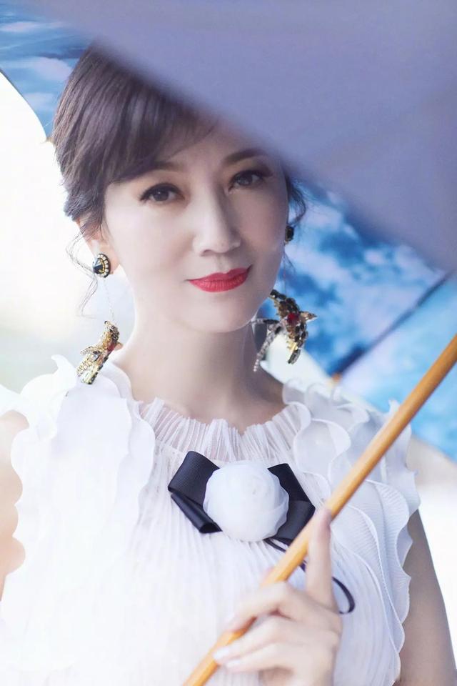 """""""奶奶""""辈的赵雅芝一袭白裙,再现白娘子气质,自然变老就是美1581 作者:admin 帖子ID:21621"""