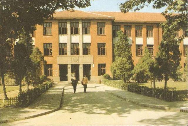 以为华东交大在上海所以选择报考这所书院。这其实事出有因。