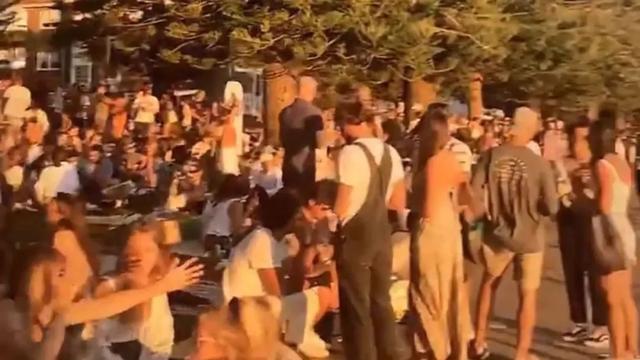 昨晚!悉尼400人在街头聚集闹事!警察出动驱散人群,一男子被控