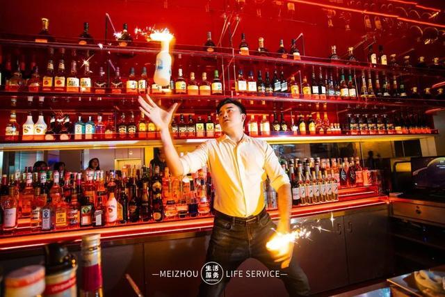 「人气酒馆」9.9元秒杀原价60元特调鸡尾酒,69.9元秒杀原价231元的微醺套餐