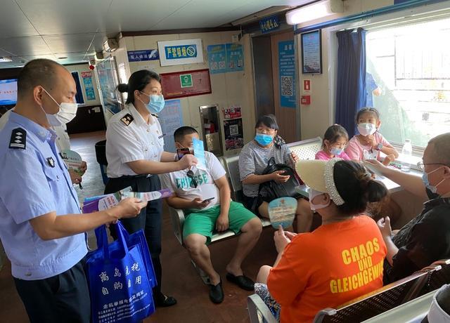 湛江海关在徐闻港开展海南离岛免税政策法规现场宣传运动