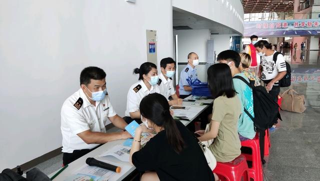 湛江海关在徐闻港开展海南离岛免税政策法规现场宣传运行