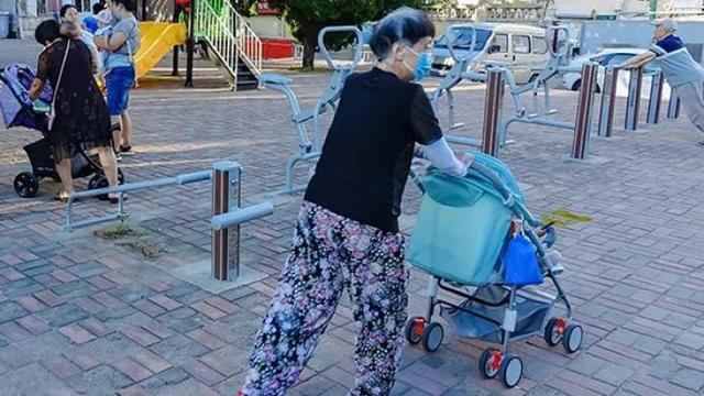 「老漂族」生活現狀調查:那些為照顧孩子背井離鄉的老人們