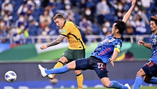 对手送乌龙,12强赛日本队险胜澳大利亚队