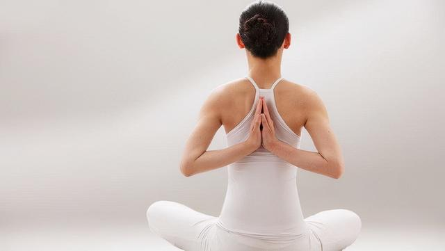 推荐1个打开腋窝的瑜伽动作!随时都可以练习哦