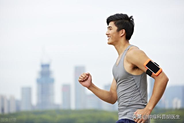 23岁小伙体能测试跑步后出现肌痛和深色尿,医生说是横纹肌溶解症