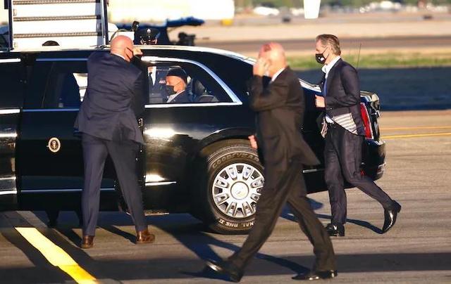 拜登总统首度亮相南加 媒体倾巢出动