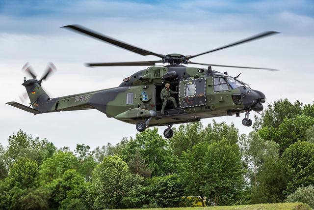 法国投降太早,再遭羞辱,澳大利亚购买美国直升机,放弃欧洲型号
