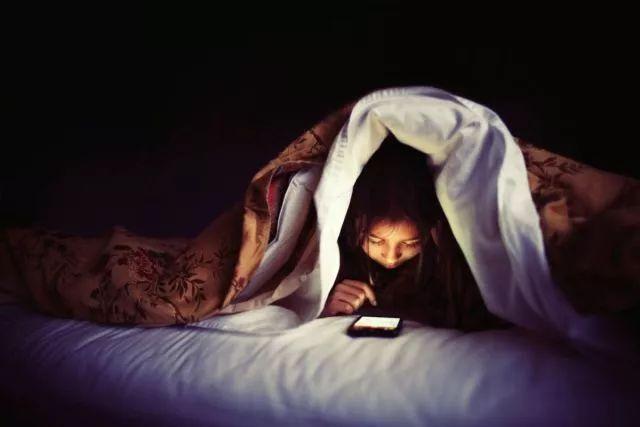 是什么让你手机成瘾,是缺乏意义的生活OR很难控制的行为?