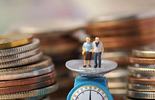 延迟退休还没落定,社保缴纳时间要增加了?这2类人要哭了
