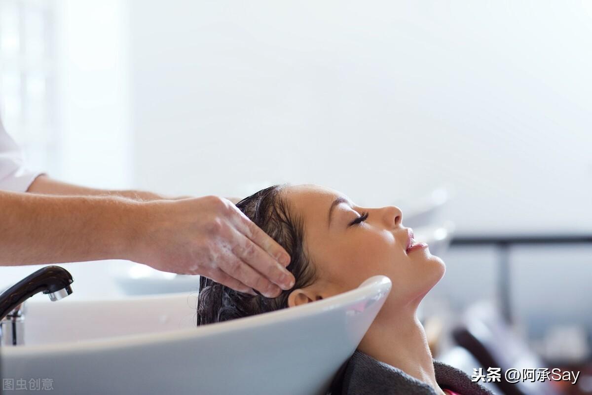 洗头发时放点什么对头发好 用什么洗头发比较好