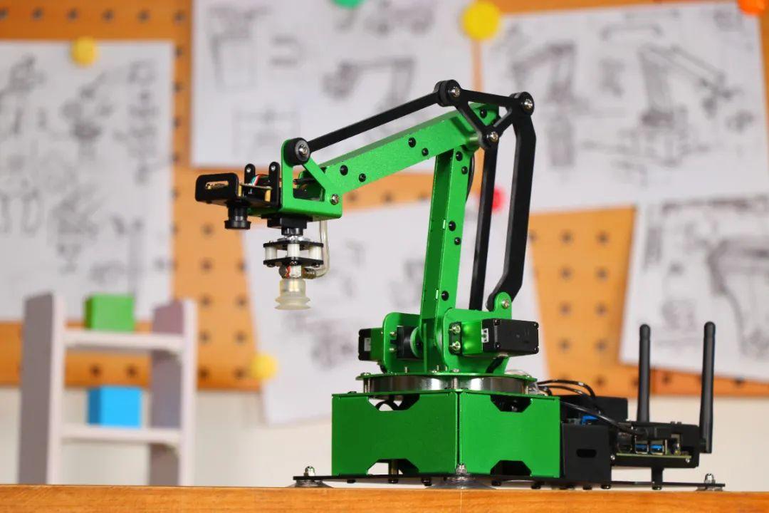 火遍全球的JetMax机械臂来啦!幻尔科技重新定义AI教育机器人