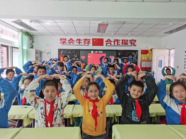 """城中区各校组织开展""""童心向党,喜迎国庆""""活动"""