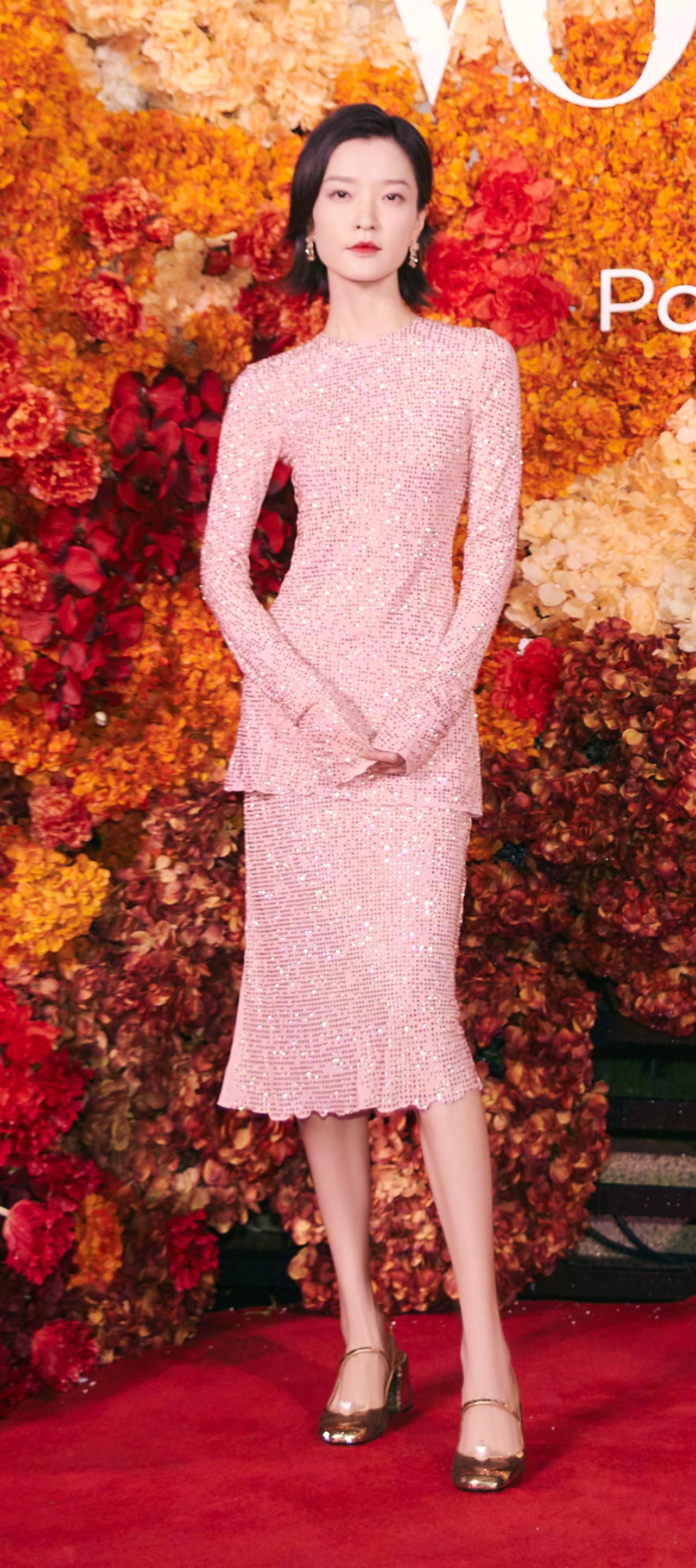 四大國模紅毯拼時髦,湯唯西裝配千萬珠寶,楊冪明艷卻沒燙裙子 形象穿搭 第2張