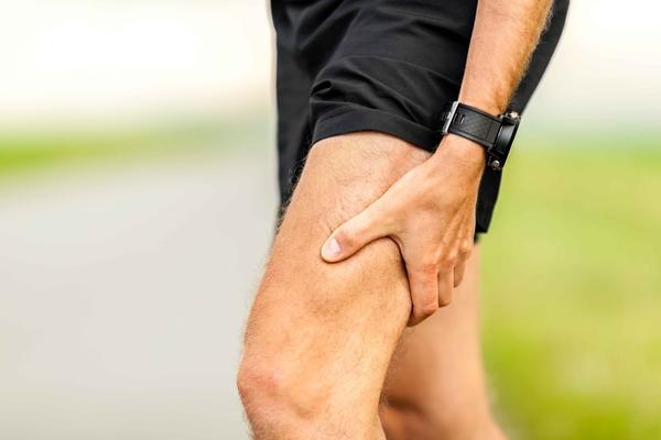 """""""人老腿先衰"""",腿部若有5种表现,健康或存在隐患,需及时调节"""