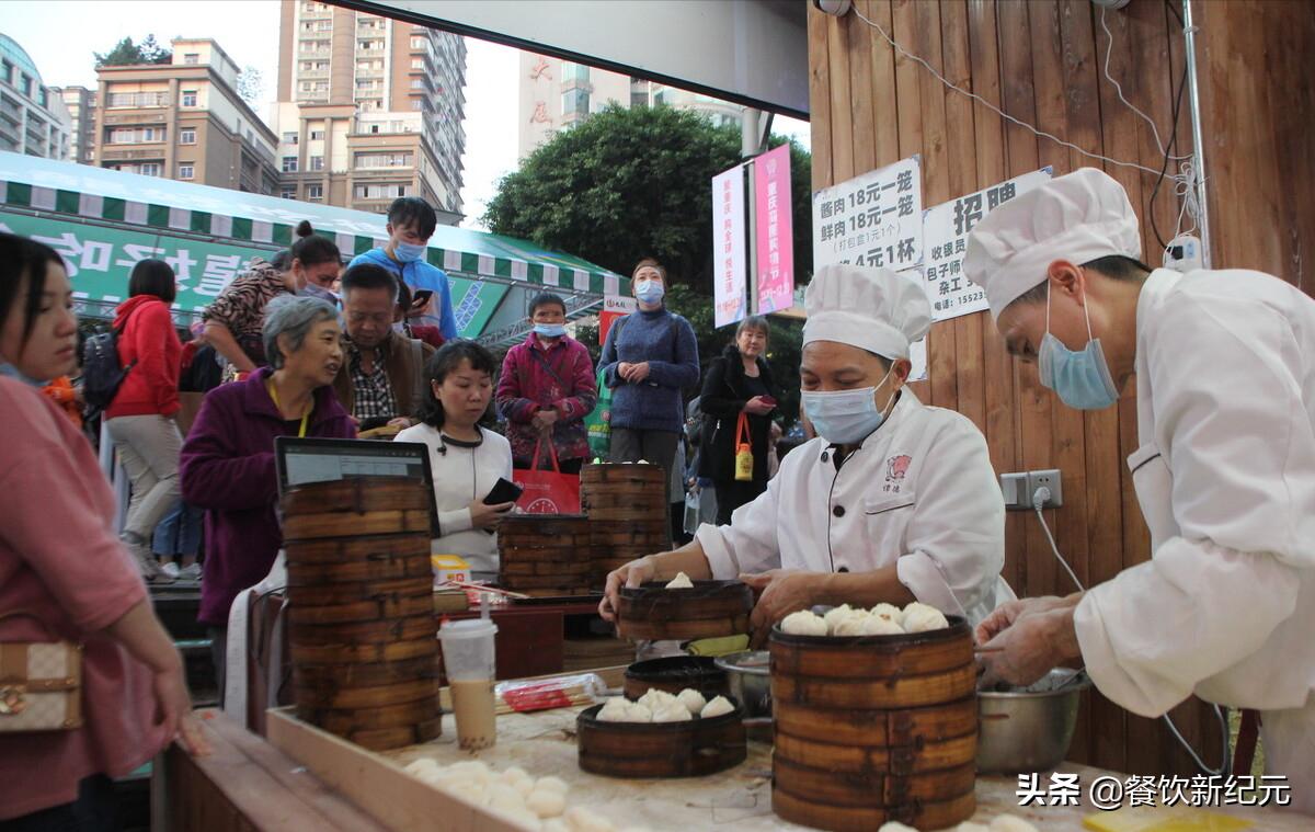 猪肉白菜价,包子店老板却抱怨不赚钱,为何包子价格越来越贵?