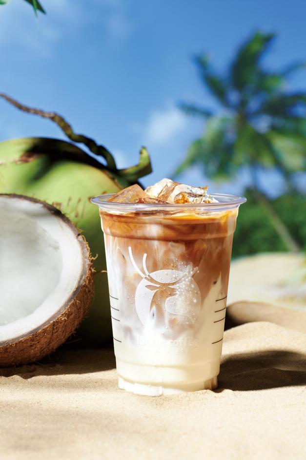 """买不到的生椰拿铁,""""高攀不起""""的瑞幸咖啡"""