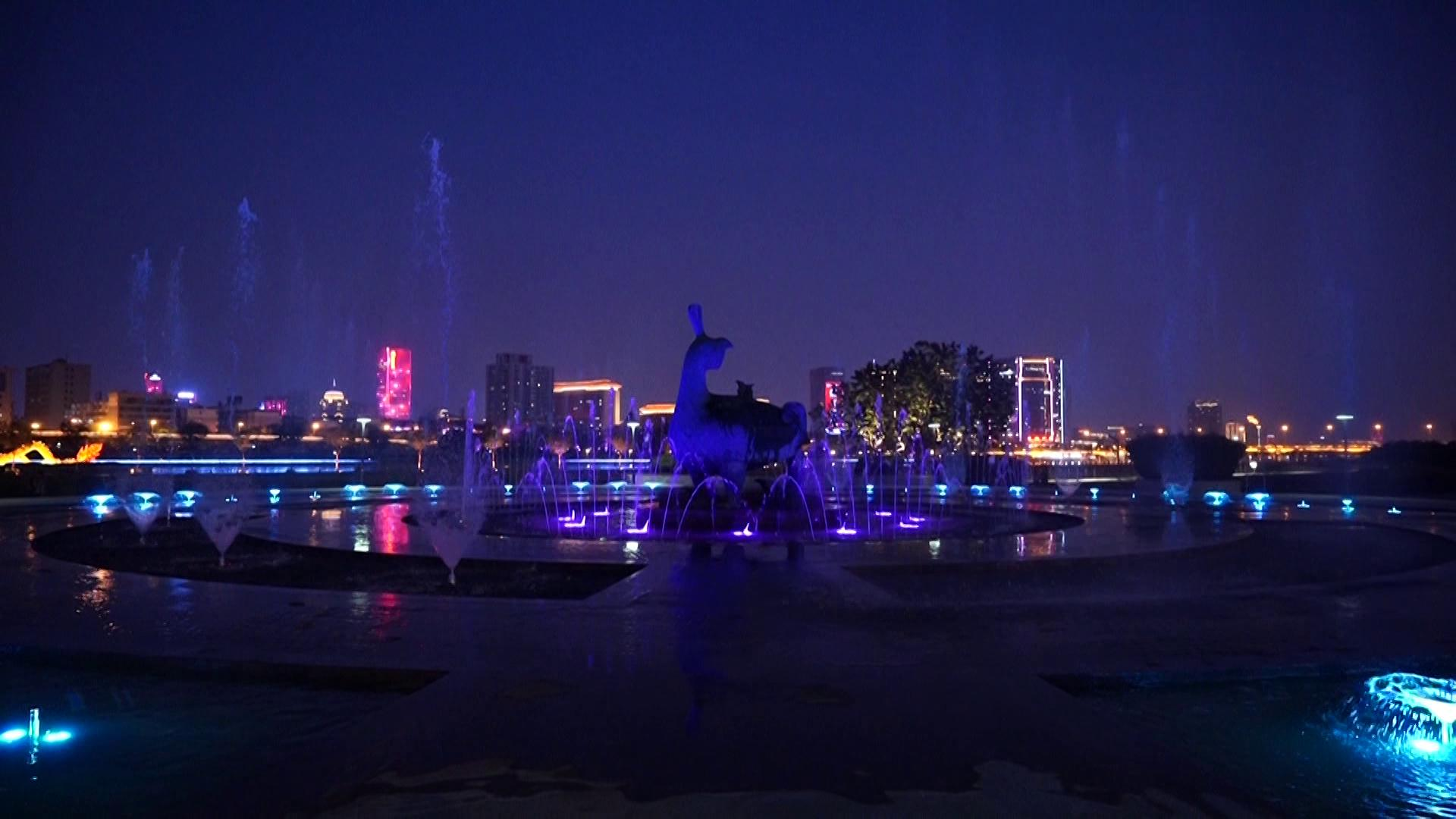 随着快车去骑行:车道旁景观进级 喷泉广场绚丽绽放