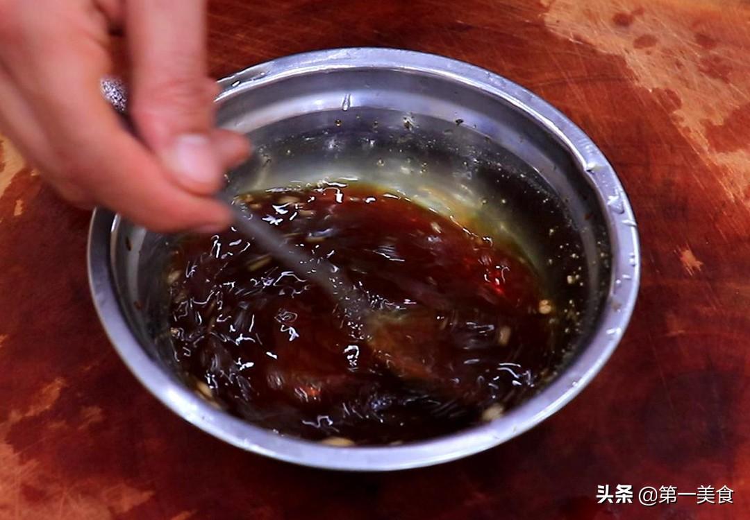 油焖大虾怎么做才好吃?学会这1个技巧,肉质细嫩入味,味道鲜美