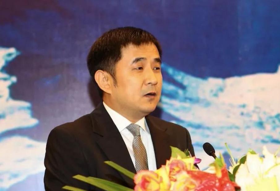 王永红:公司破产丝毫不慌,套61亿携女明星出逃,亲爹去世都不回