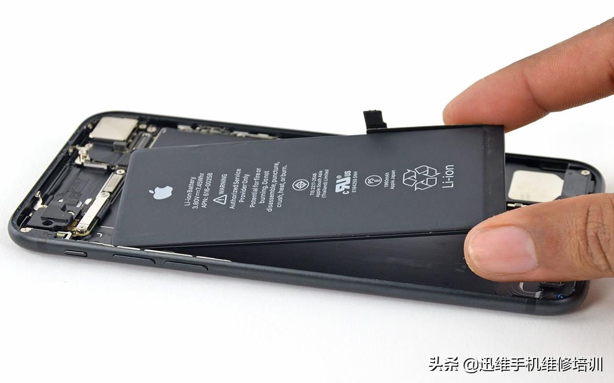 iPhone不充电怎么办?别只换电池80%和这几点有关,自己就能修复
