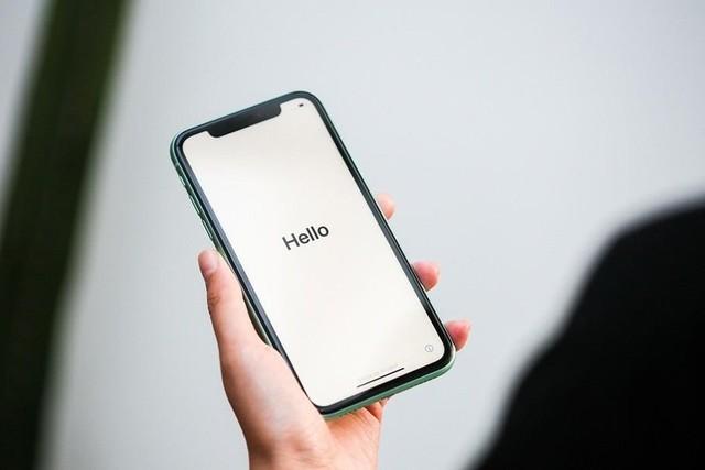 曲面屏和平面屏哪个好 选错了恨不得砸手机