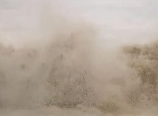 """台风""""圆规""""逼近!海口部分路段出现海水倒灌,网友:注意安全"""