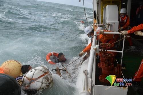 东海海域一渔船沉没11人失联搜救还在进一步进行中
